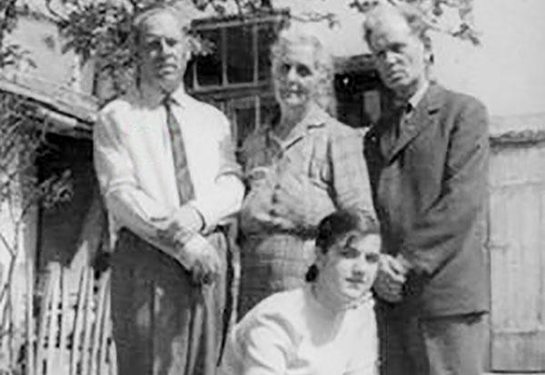 Pan Vizirescu împreună cu sora Zoe, fratele Smarandache și nepoata sa, Simona Pintea